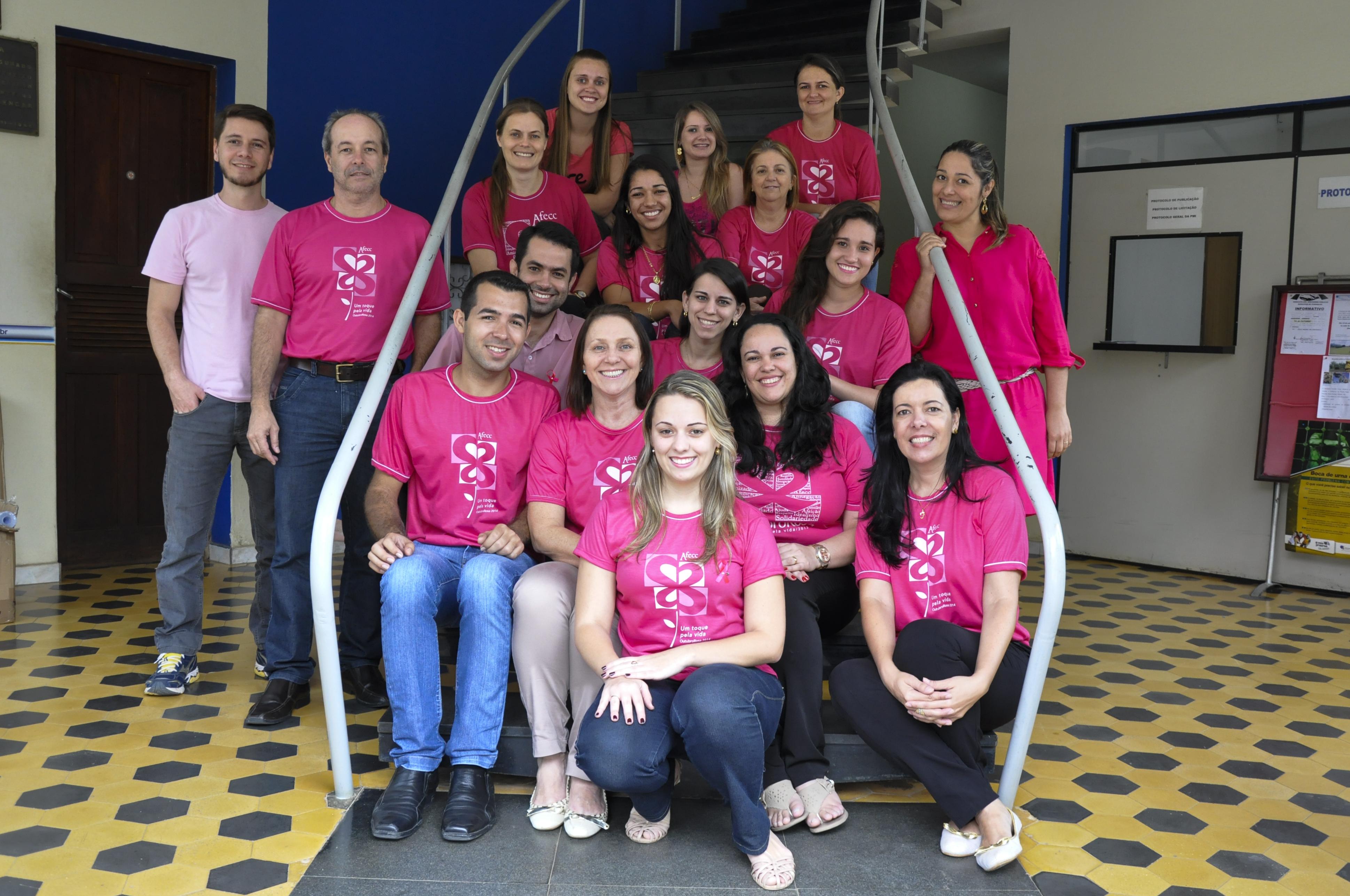 """Servidores municipais apoiam o movimento """"Outubro Rosa"""""""
