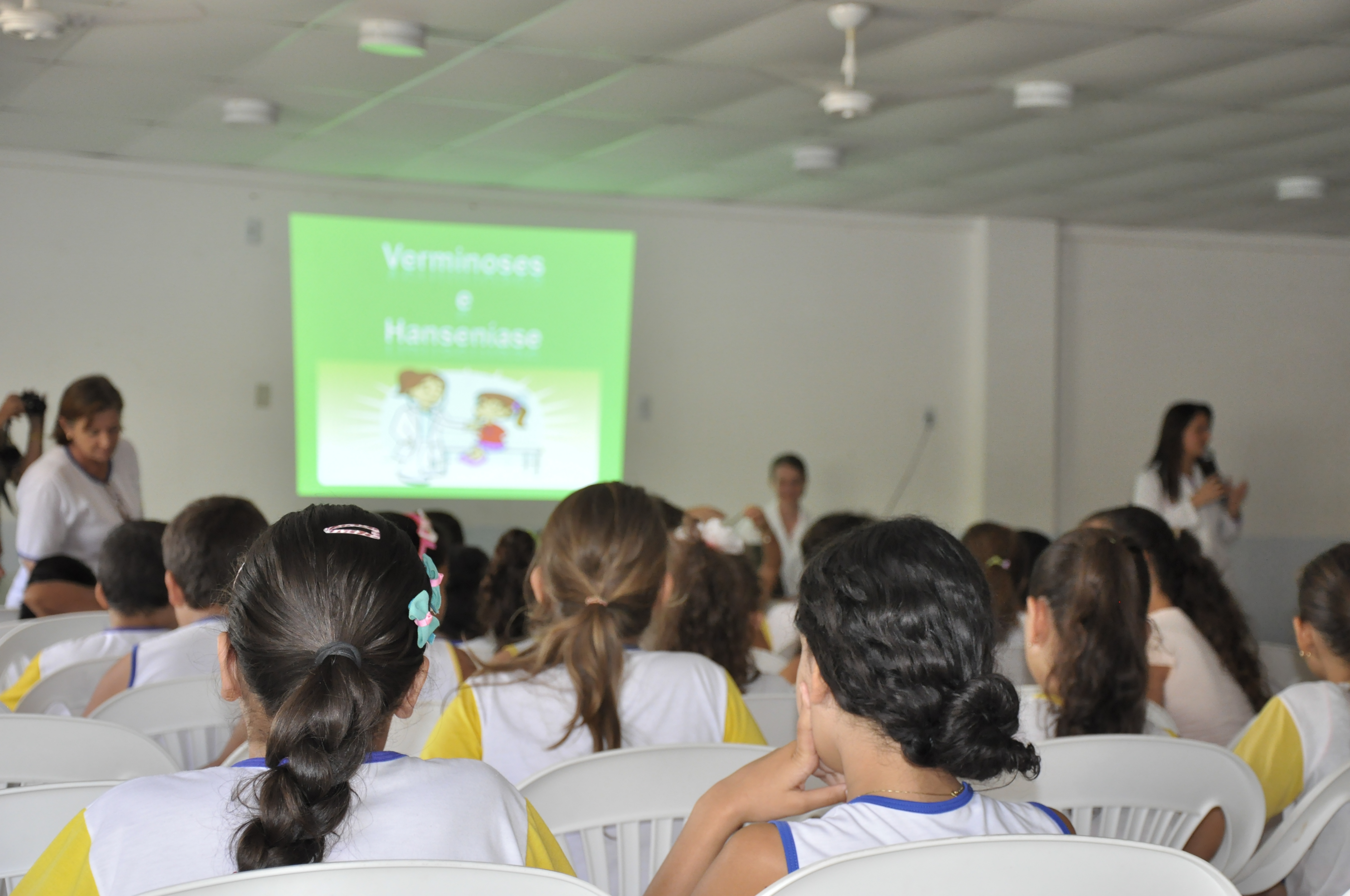 Secretaria de Saúde de Itarana leva Campanha Nacional de Hanseníase e Geohelmintíase para as escolas